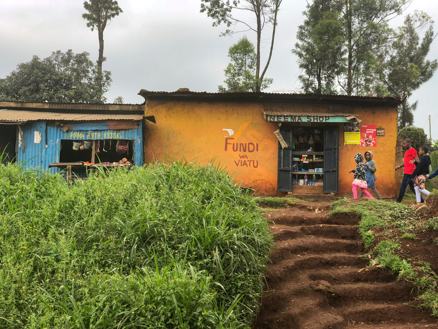 Een winkel langs de weg in Kenia