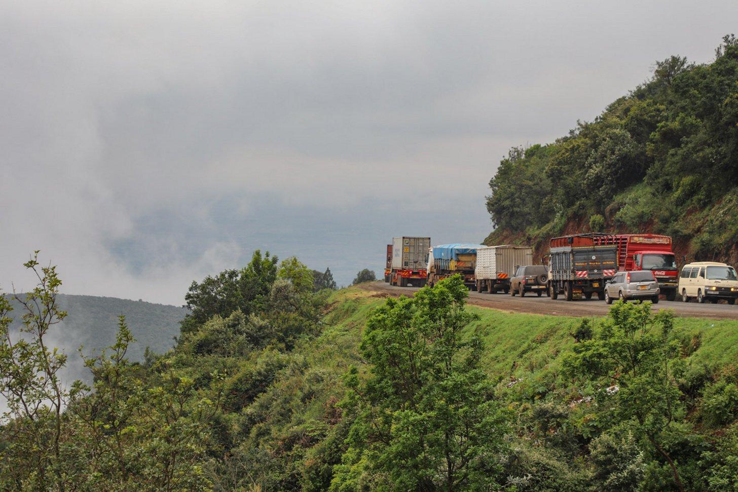 Drukte op de weg in Kenia. Het is aanschuiven zo.